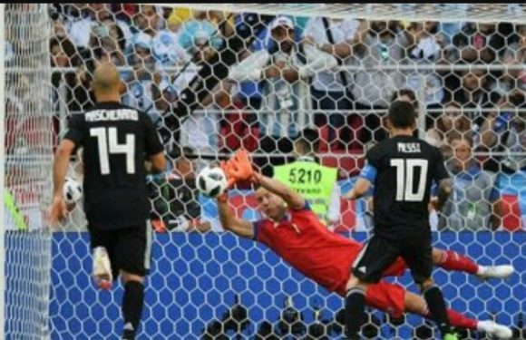 Messi Gagal Fenalti, Argentina Ditahan Imbang Islandia 1 : 1