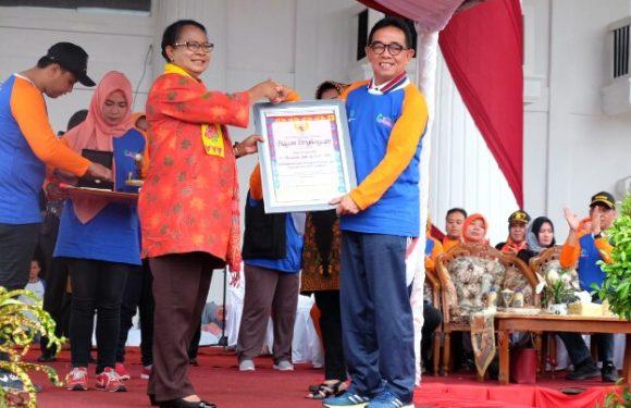 Menteri PP-PA RI Yohana Yembise Beri Penghargaan Bupati Kepahiang Hidayattullah