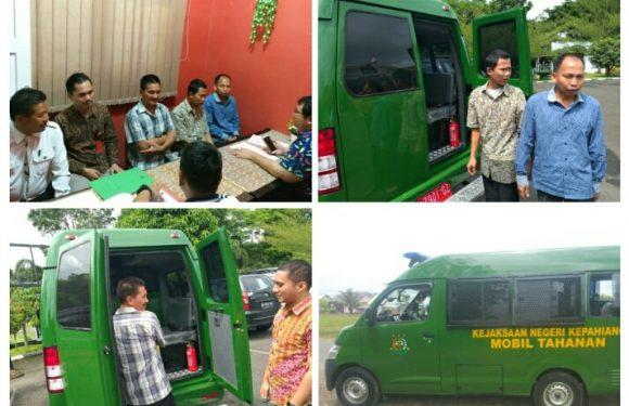 Perdana, Mobil Tahanan Baru Kejari Kepahiang Angkut 3 Tsk Korupsi DD Sungai Jernih Ke Lapas Malabero