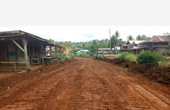 Sukseskan Listrik Masuk Desa, Pemkab Kepahiang Buka Badan Jalan Desa Langgar Jaya