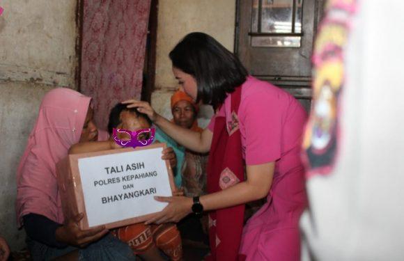 Tali Kasih, Bhayangkari Polres Kepahiang Santuni 2 Anak Korban Kebakaran
