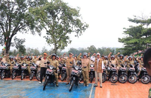 Gubernur Rohidin Serahkan Kendaraan Operasional PPL Rejang Lebong
