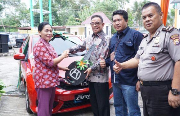 Bupati Hidayat Serahkan Mobil Brio Hadiah Undian Bank Bengkulu