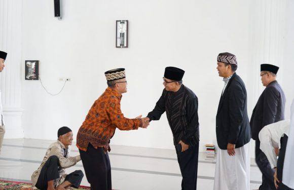 Ditengah Jemaah Tabligh Akbar Risma. Bupati Hidayat : Kita Akan Mempercantik Masjid Agung Baitul Hikmah