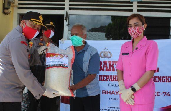 HUT Bhayangkara, Polsek Kepahiang Salurkan Bansos